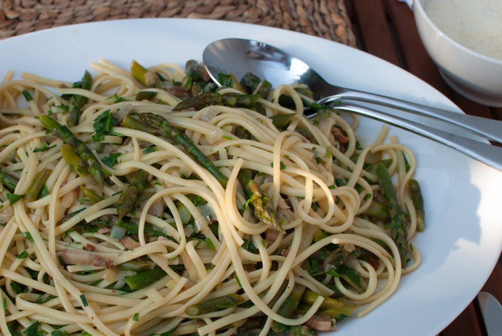 I found a bunch of super thin asparagus and thought they might go well with linguine. It's such a simple combination and a great way to enjoy asparagus.