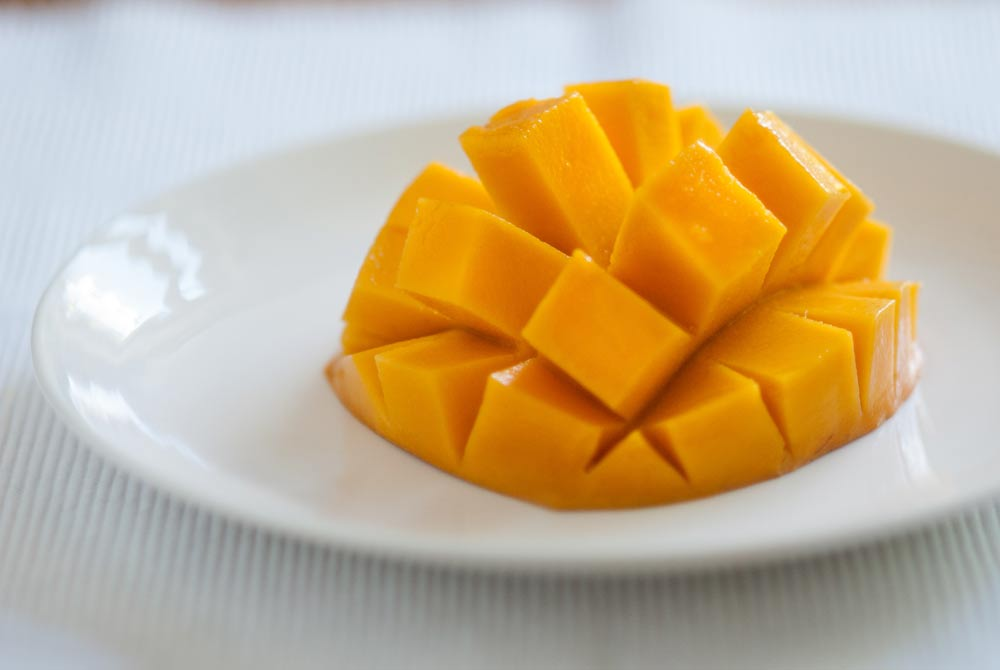 I first saw mangoes presented like this in the 1970's. They were served by a very large charismatic Jamaican lady...