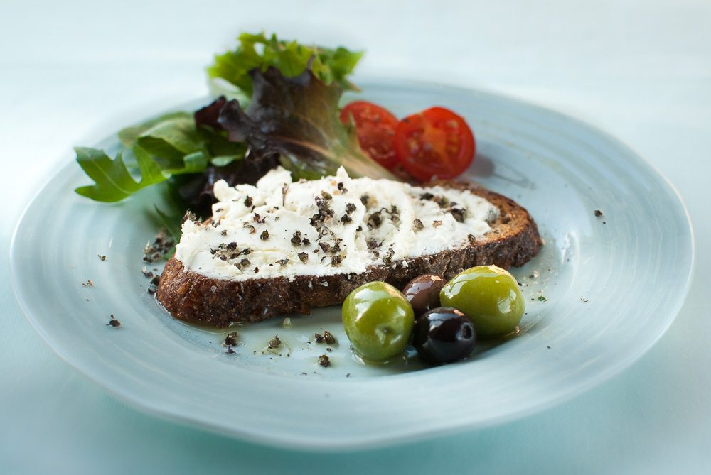 This bruschetta is all about the combination dried basilica citron flowers with goat's cheese.