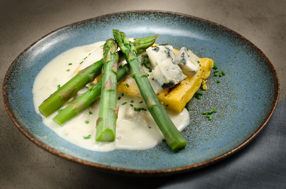 Well, what do you know, here's a taste combination from out of the blue! Asparagus and dolci Gorgonzola. Add grilled polenta and well-paired wine and you will be in Italian food heaven.